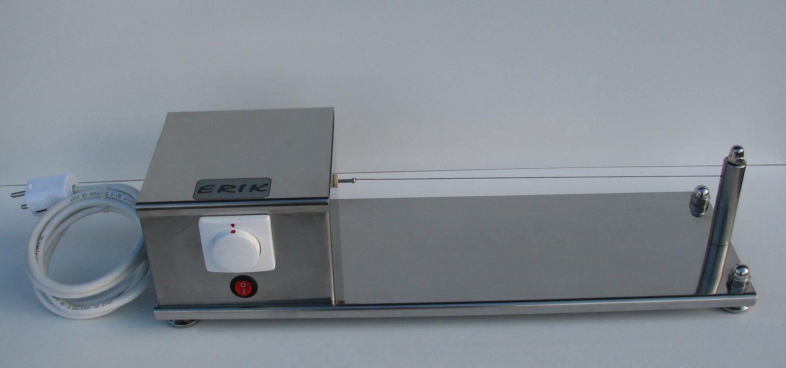 Aparat za rezanje sintetičkih traka (za razne vrste privjesaka)